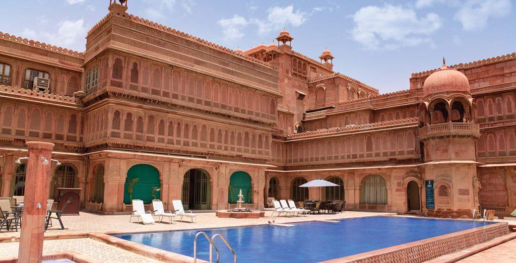 En Bikaner se alojará en el Laxmi Niwas Palace 4*