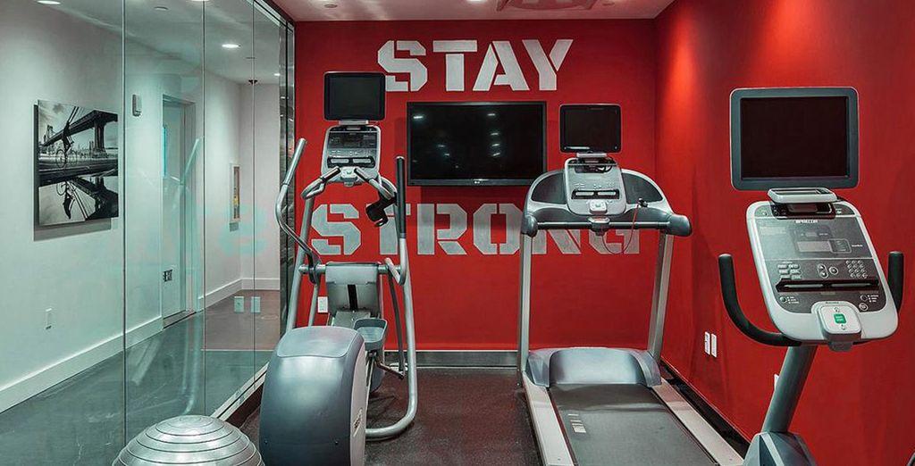Manténgase en forma en el gimnasio del hotel