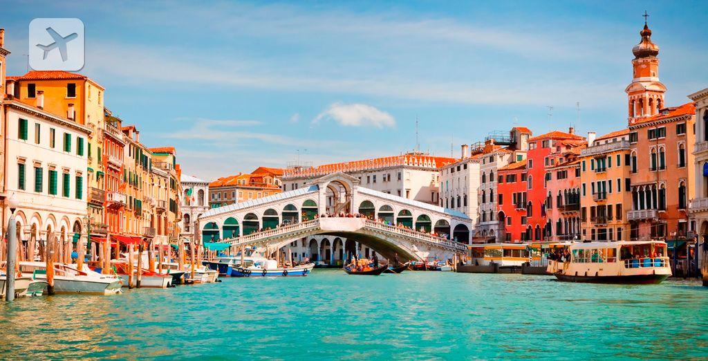 Visite el puente de Rialto en Venecia
