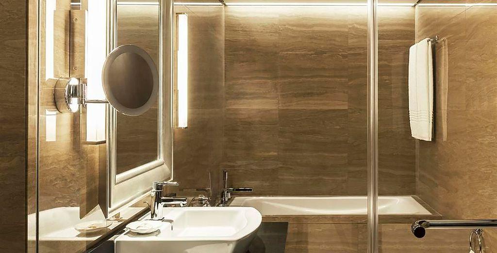 Habitaciones que disponen cómodos y completos baños