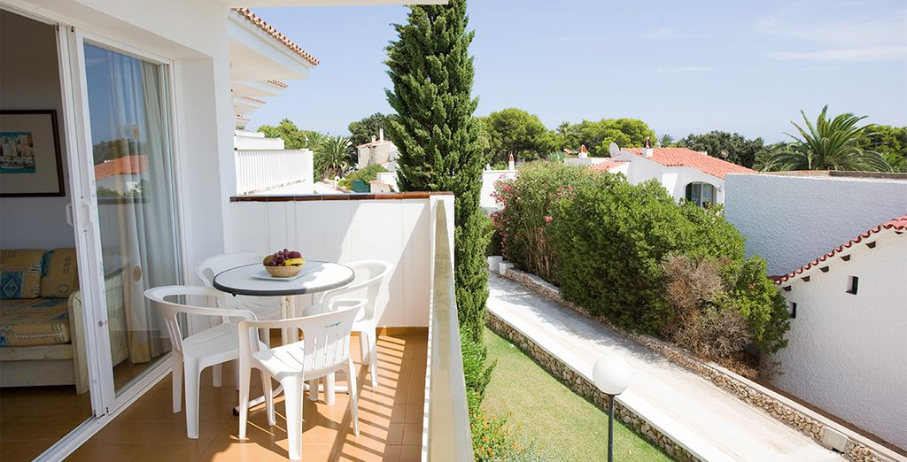 Se alojará en un apartamento que dispone de terraza, para disfrutar relajadamente