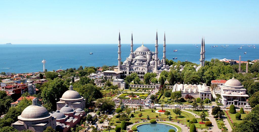 Visite la Mezquita Azul...