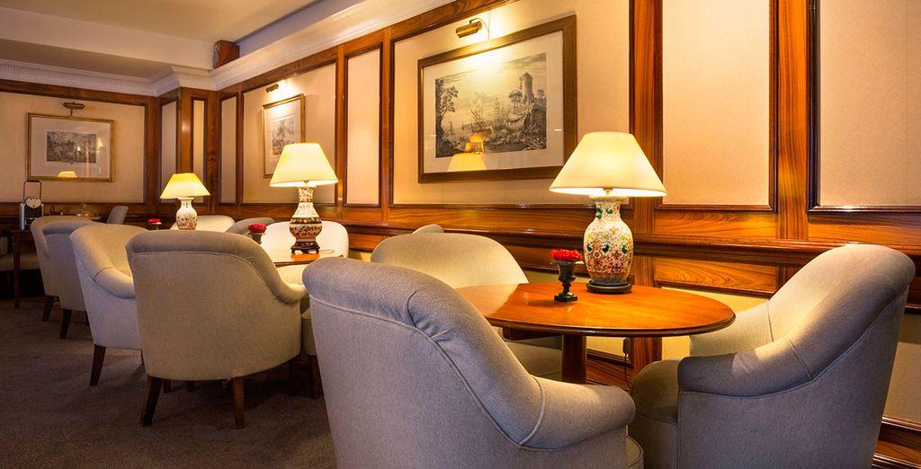 El hotel stá situado a 60 metros del conocido distrito comercial de Avenue Louise