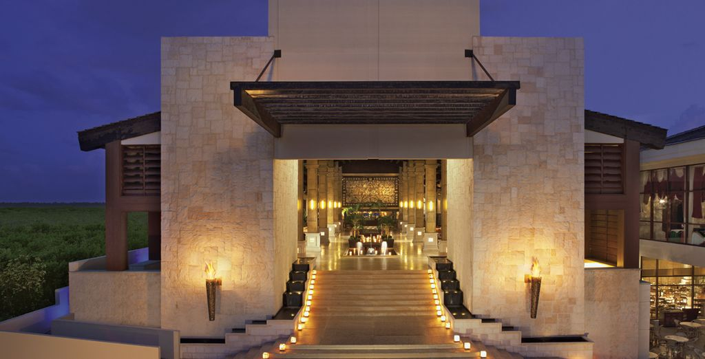 La fachada principal del resort le dará la bienvenida