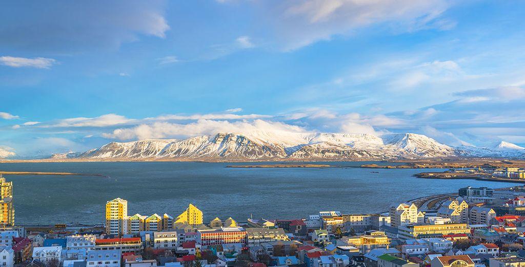 Te alojarás en Reikiavik, la capital islandesa