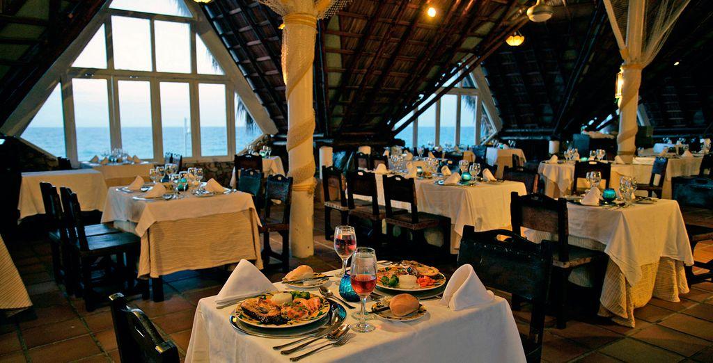 Otra opción para sus comidas y cenas es el Restaurante Grill Trinidad