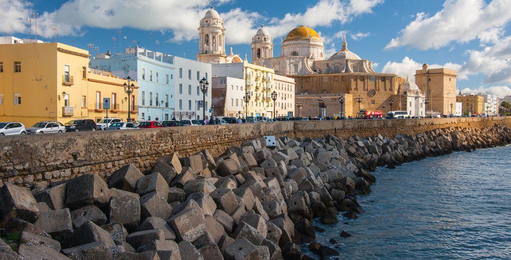 Visita y conozca los principales lugares de interés turístico