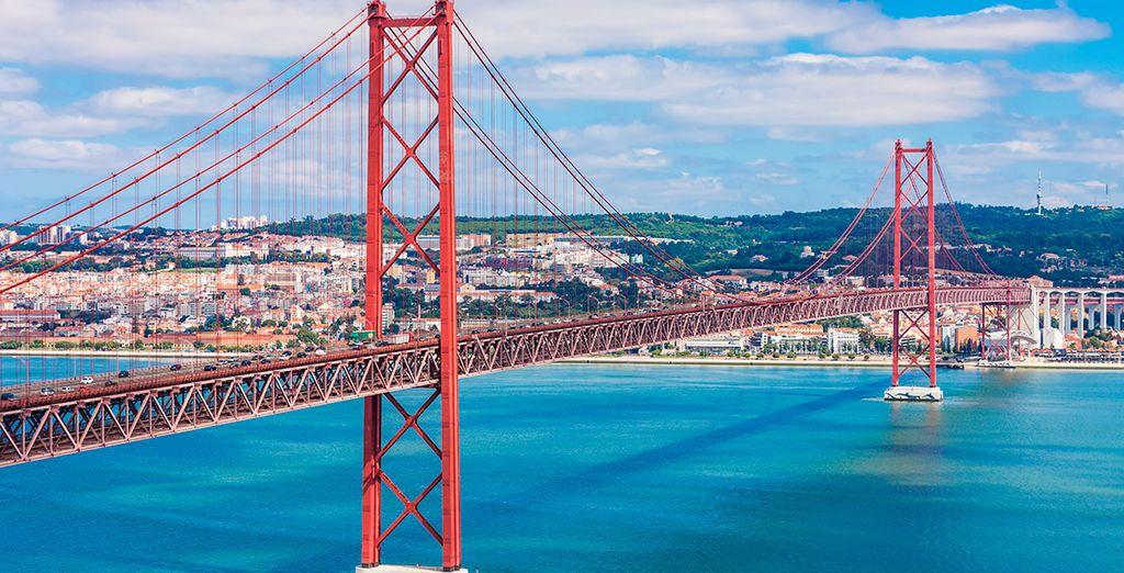 No olvides visitar el famoso Puente del 25 de abril