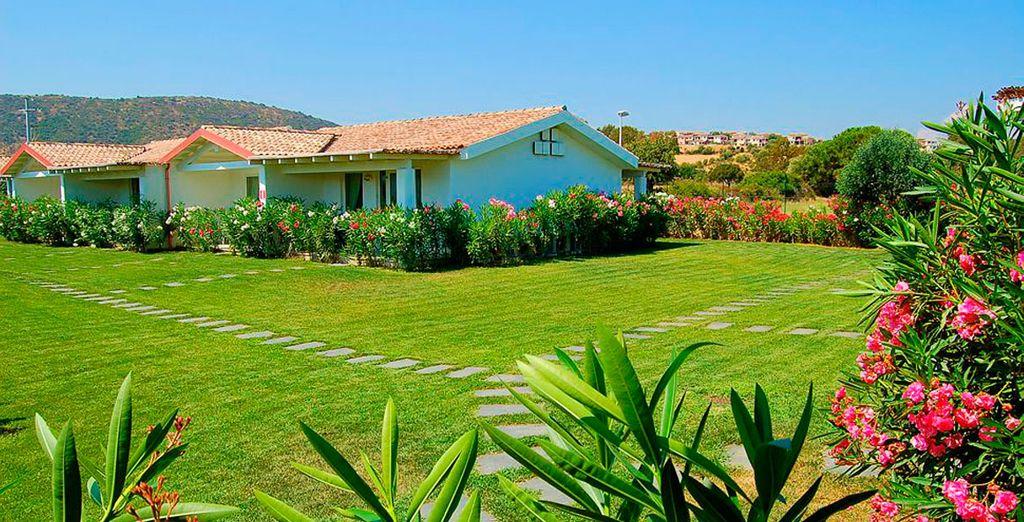 Un hotel situado a 150 metros de la playa de Porto Ainu, una de las playas más bellas de Cerdeña