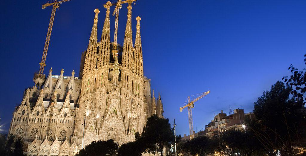 La Sagrada Familia, obra inacabada de Gaudí, referente turístico de la ciudad
