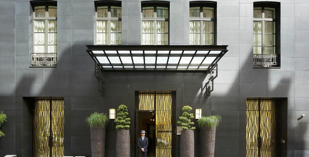 Hotel Marignan Champs-Elysées 5* te da la bienvenida