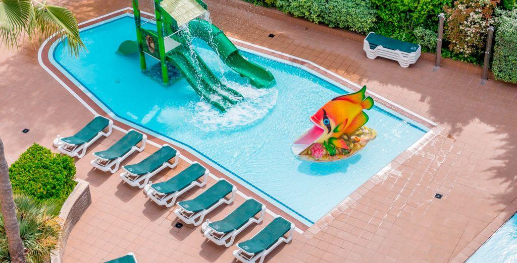Con piscina infantil