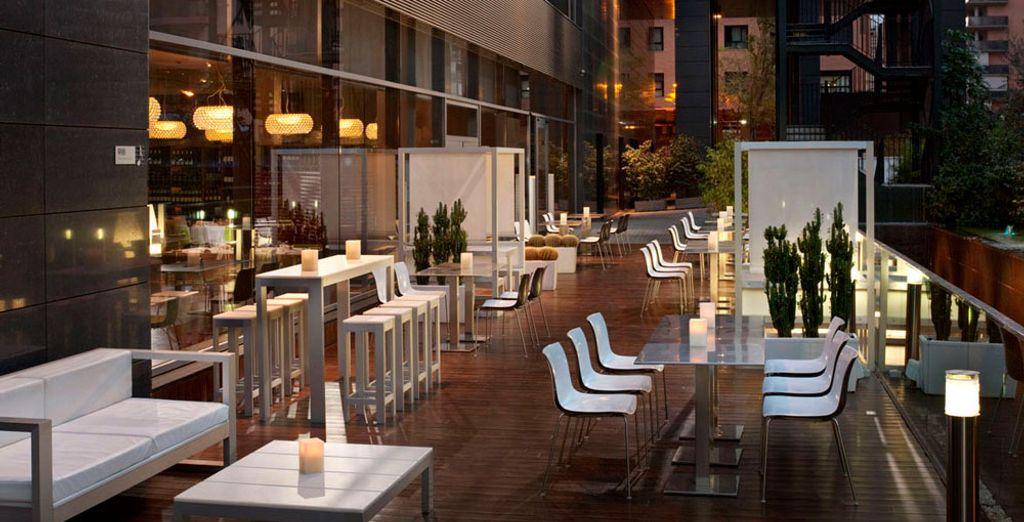 Le soir venu, rejoignez le Lounge Terrasse pour boire un verre