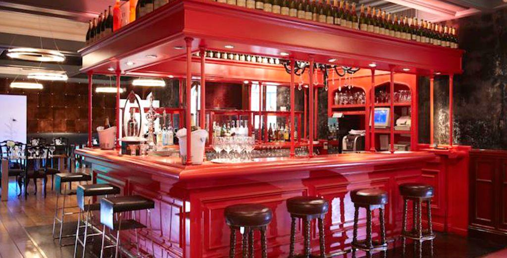 Le soir venu, rafraîchissez-vous autour d'un verre au bar