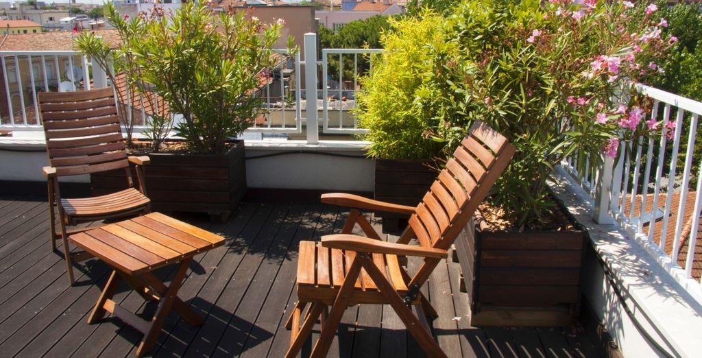 Au retour de votre journée, profitez des derniers rayons de soleil sur le toit terrasse