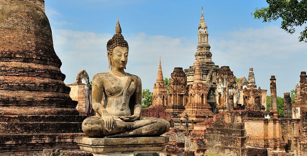 Jusqu'à Sukothai, première capitale du Siam fondée en 1238