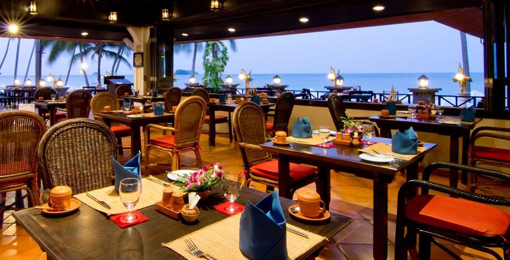Tout en découvrant la gastronomie thaïe