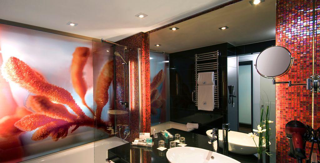 Profitez des immenses salles de bain...