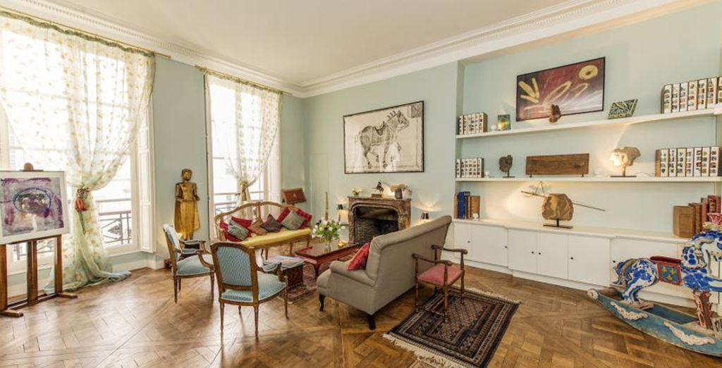 Un salon spacieux et lumineux