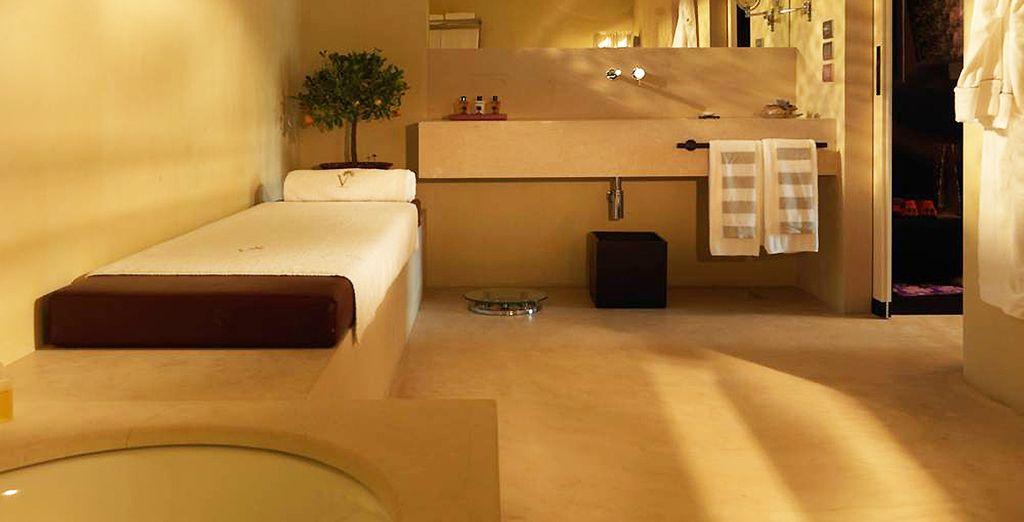 Avec une salle de bain spacieuse et élégante...