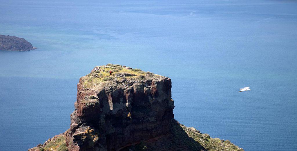 Découvrez les merveilles géologiques de Santorin
