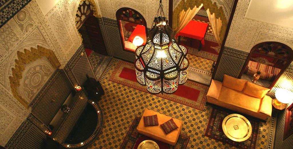 Durant votre séjour, vous poserez vos valises dans Dars ou des Riads