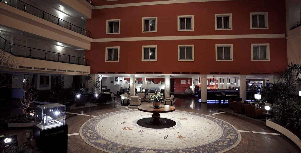 Vous aurez également la possibilité de poser vos valises au Royal Tulip Grand Hotel 5*