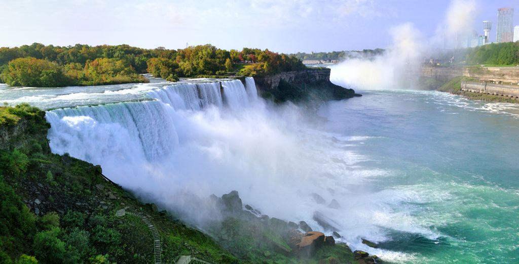Puis arrêtez-vous aux Chutes du Niagara. De là, un spectacle sublime s'offrira à vous