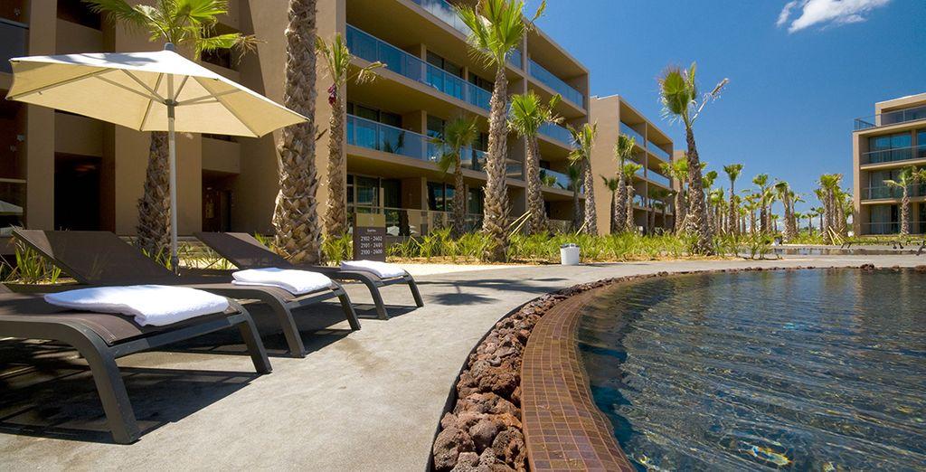 ...ou à lézarder autour de la piscine - Palm Village Suites 4* Albufeira