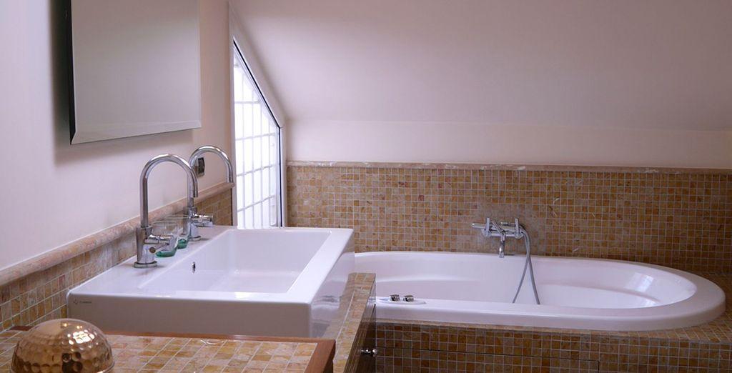 Première salle de bains spacieuse