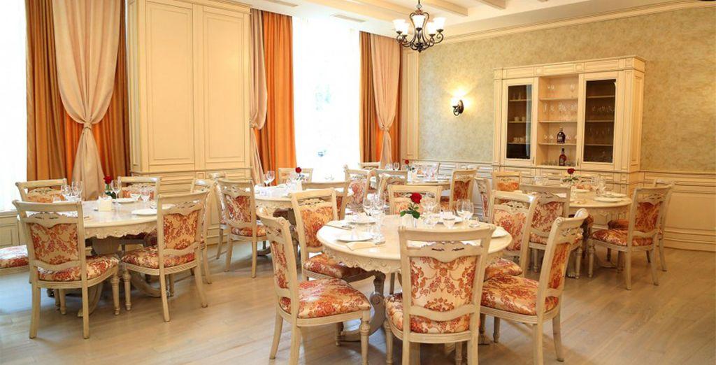 Et découvrirez de nombreuses saveurs locales et européennes au restaurant...