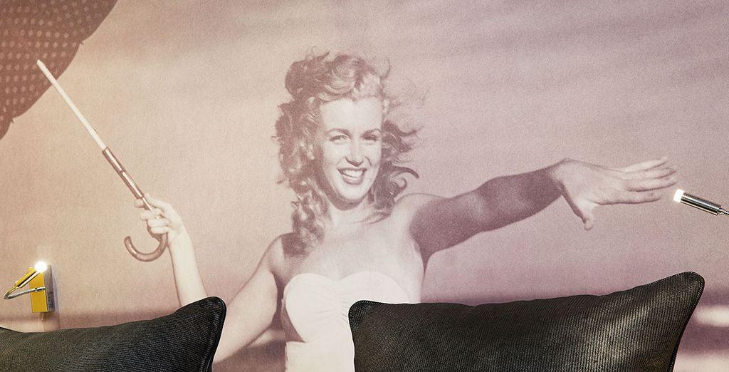 Sous le regard bienveillant et amusé de l'icône féminine Hollywoodienne par excellence