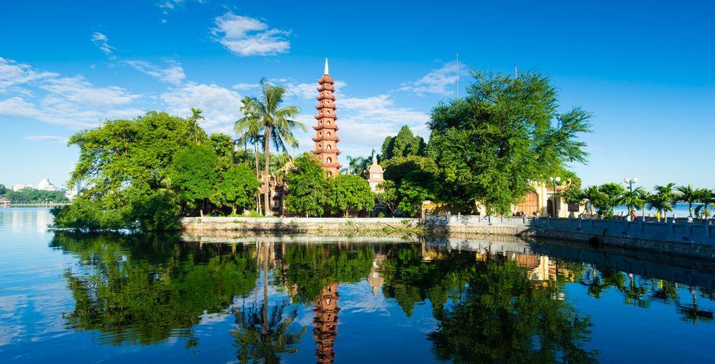 Vous découvrirez Hanoi et la pagode Tran Quoc