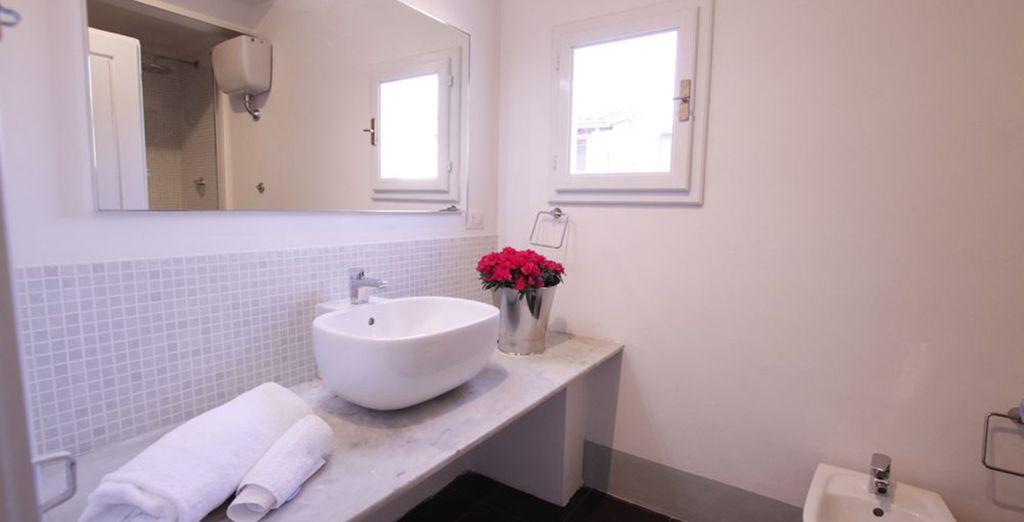 La seconde salle de bains avec douche