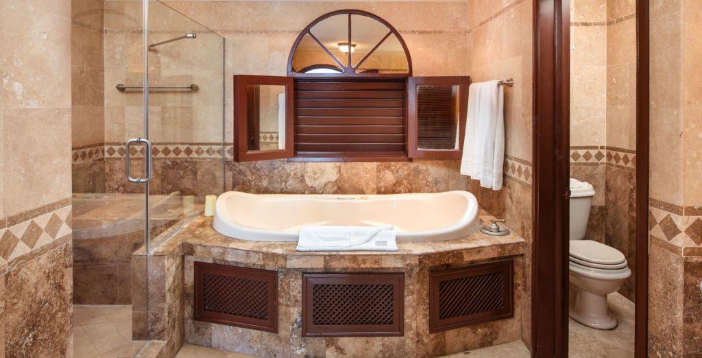 Et sa belle salle de bain avec baignoire d'hydromassages
