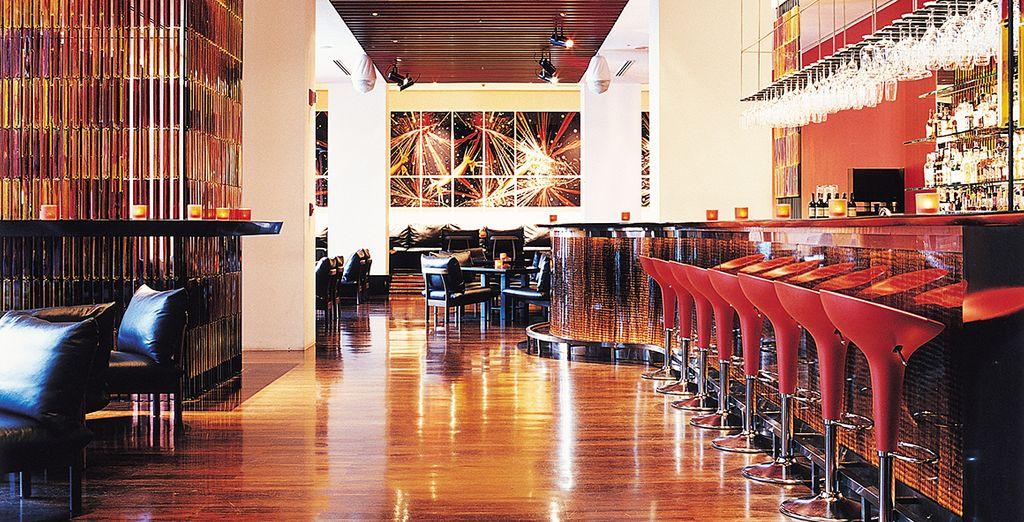 Vous pourrez prolonger la soirée autour d'un cocktail au bar