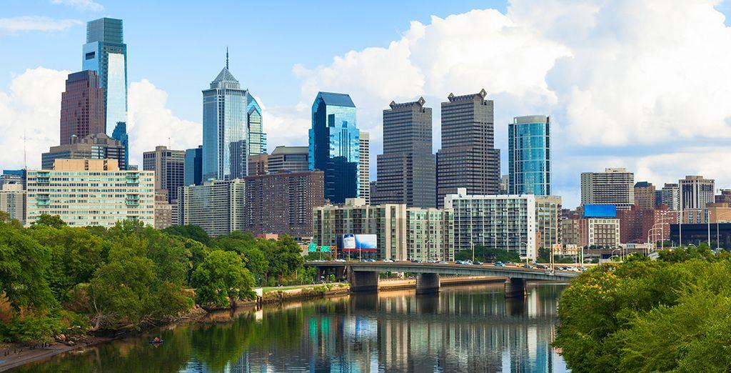 Marchez dans Philadelphie, centre historique, culturel et artistique majeur aux États-Unis
