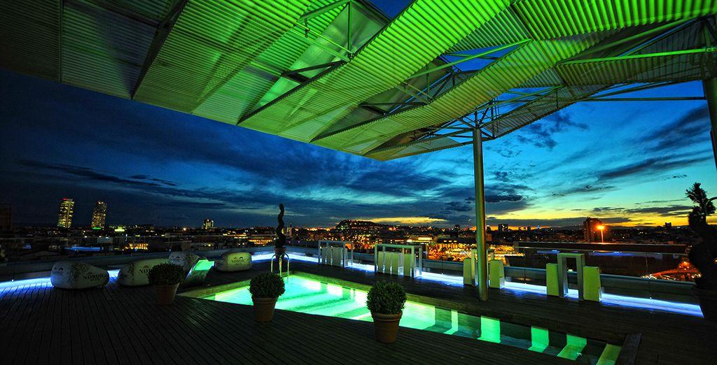 Puis profitez enfin de la vue depuis le toit, en pleine nuit !