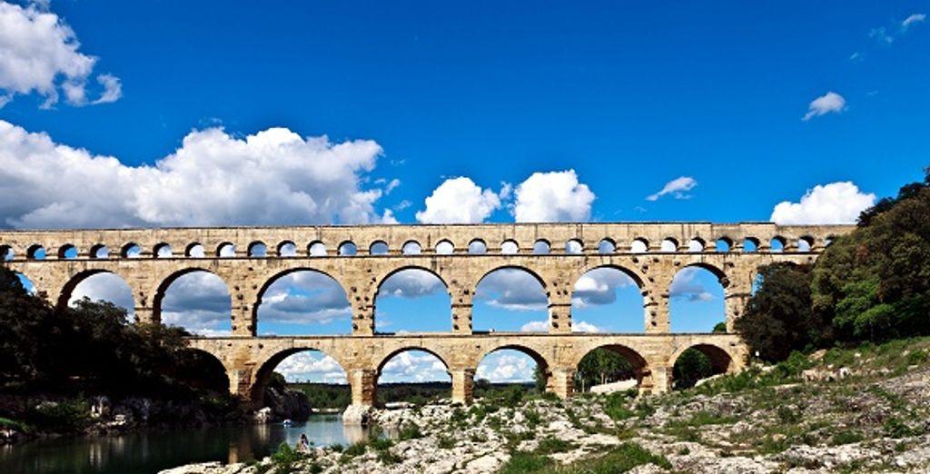 Traversez le célèbre Pont du Gard