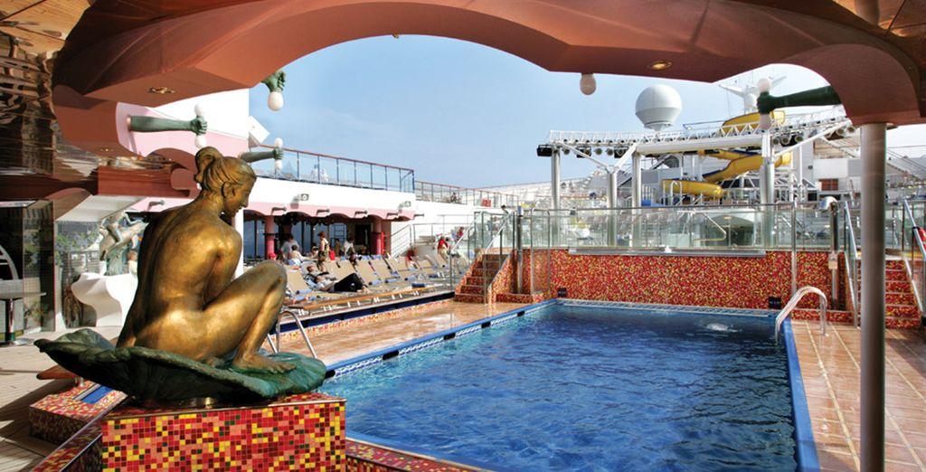 Et sa superbe piscine principale...
