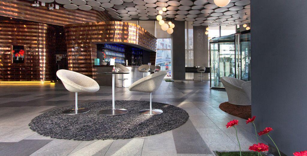 L'hôtel s'ouvre sur un lobby au look design - Hôtel Silken Diagonal Barcelona 4* Barcelone