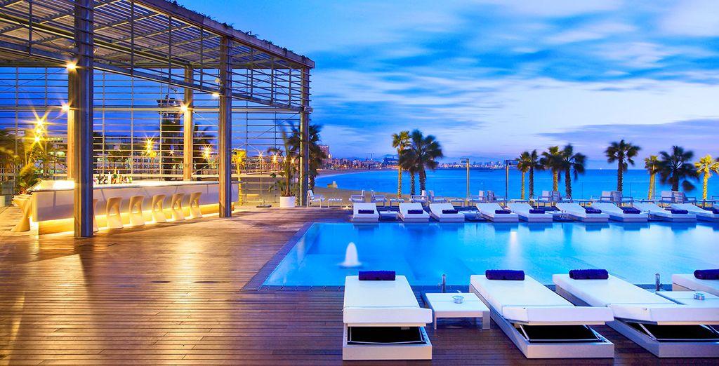 Hôtel de luxe tout confort avec vue panoramique et piscine, sélectionné par Voyage Privé