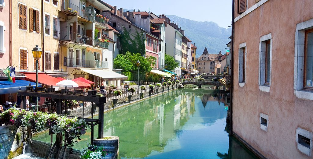 Vous serez idéalement situé pour explorer Annecy et ses environs...