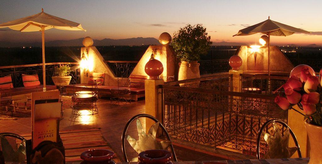 Sans oublier sa superbe terrasse avec vue sur les alentours !