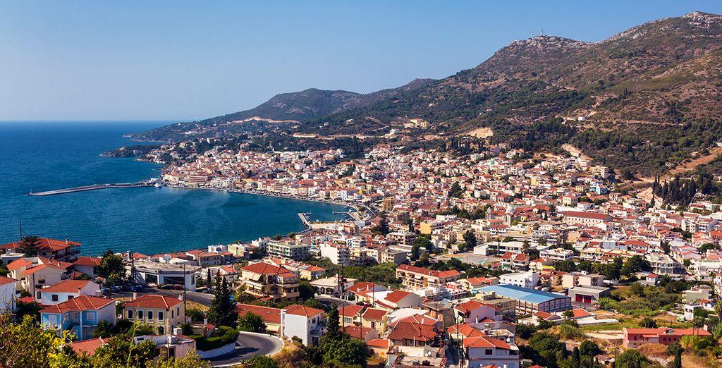 Puis roulez en direction de Vathy, la capitale de l'île et sa baie splendide