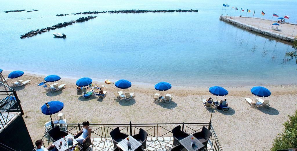 Ou vous détendre dans la somptueuse baie qui borde l'hôtel