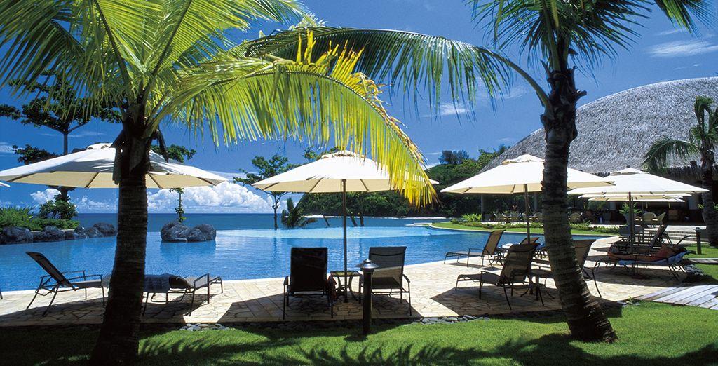 Vous débuterez votre séjour au Tahiti Pearl Beach Resort 4* ...