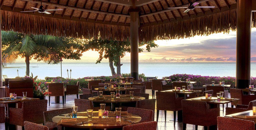 Vous apprécierez une vue imprenable sur l'océan au restaurant...