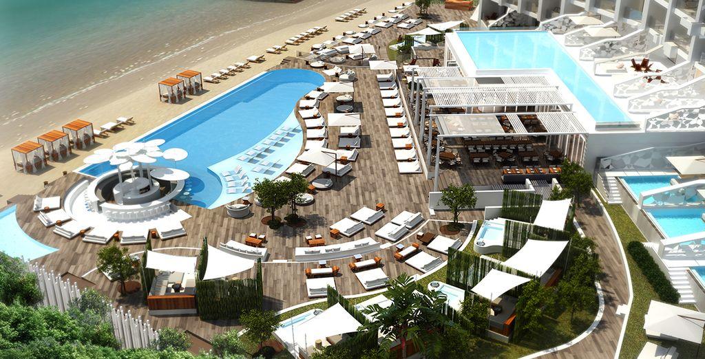 Bienvenue en Grèce, au somptueux Nikki Beach Resort & Spa