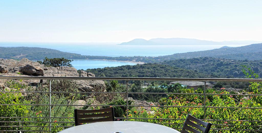 Avec vue sur la baie de Rondinara
